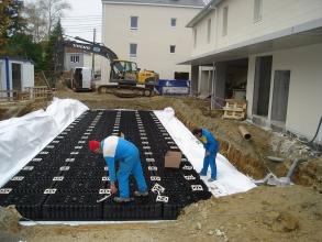Ouvriers en train de terminer un chantier d'assainissement