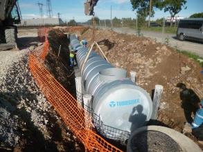 Ouvriers en train d'installer un assainissement collectif