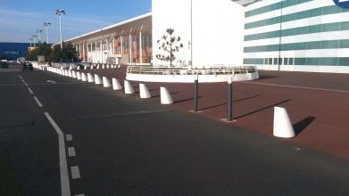Réalisation d'un trottoir du centre commercial Atlantis à Saint Herblain en enrobé rouge