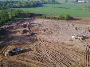 Photo de drône du terrassement du futur site du groupe Elis