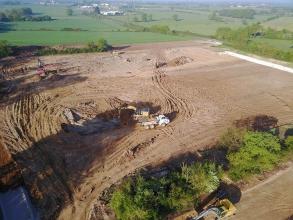 Photo aérienne prise par un drône du terrassement du futur site du groupe Elis